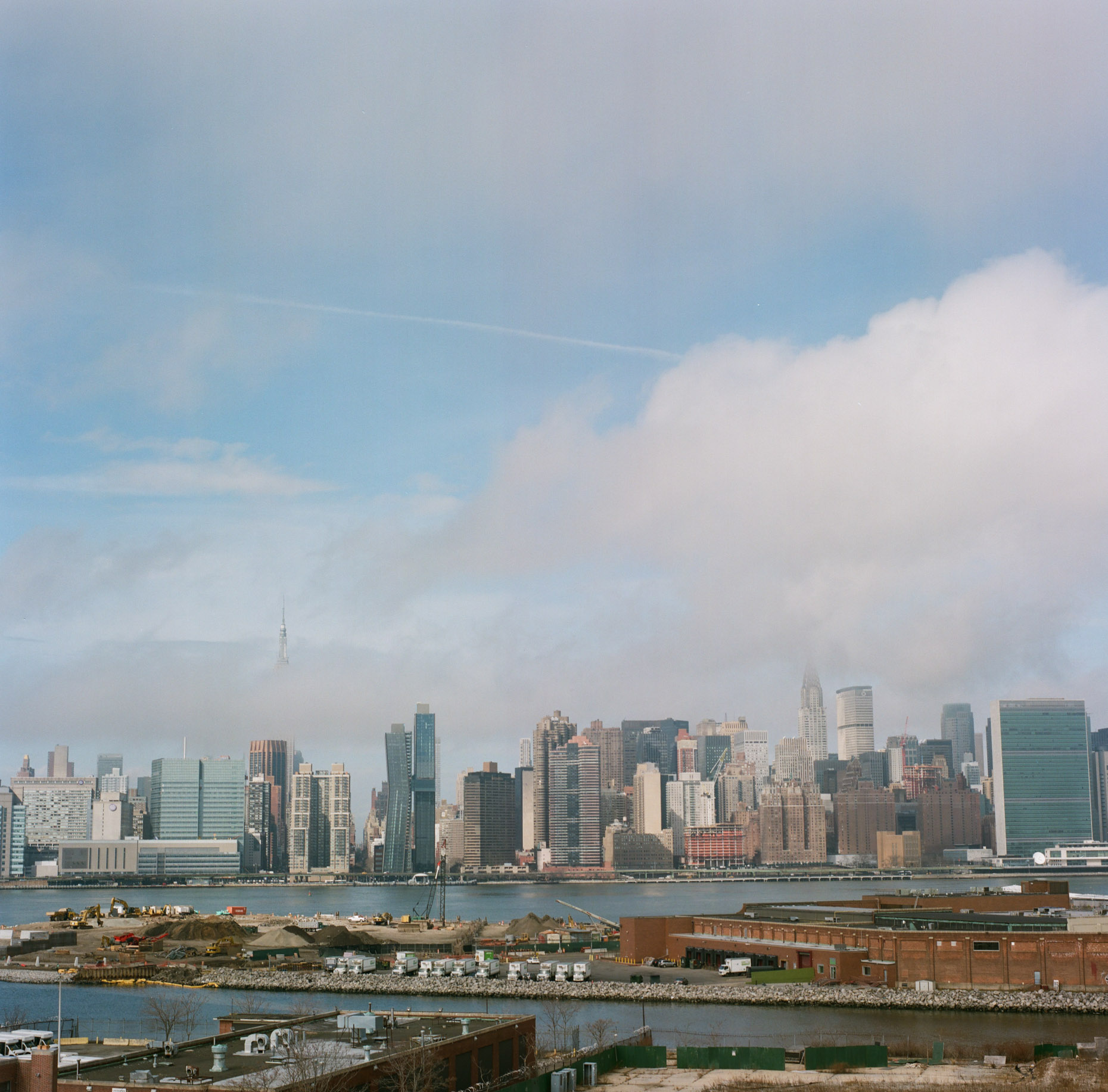 A city view of Manhattan from Brooklyn