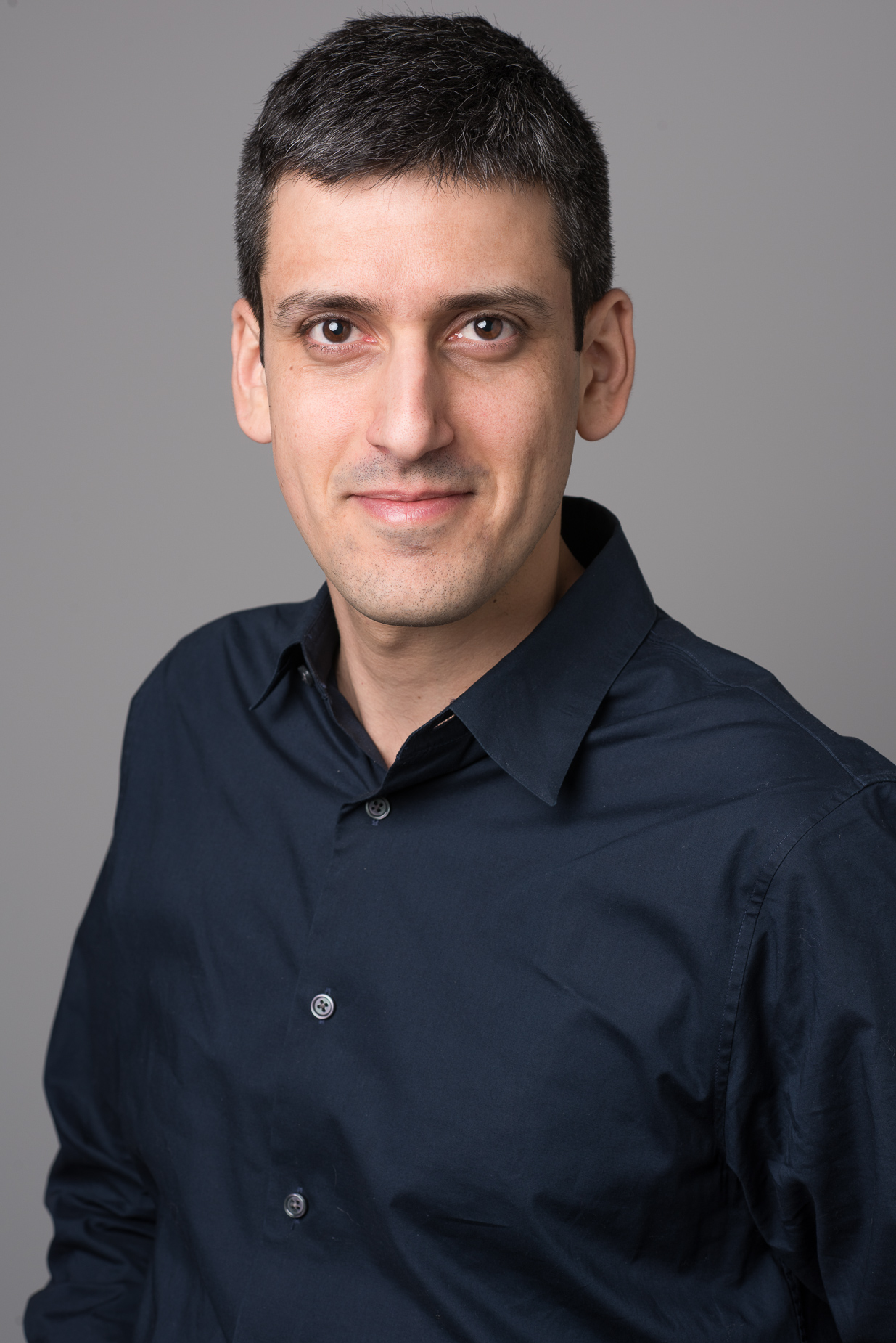 Corporate Headshot of Yoav Naveh, Vice President of video at the Taboola offices, New York City